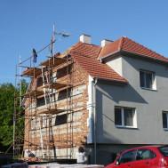 Rekonstrukce střechy, fasády a komínu RD Polešovice - nová fasáda.