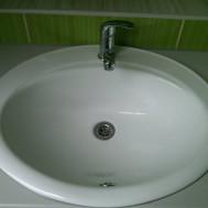 Vybudování nové koupelny v Mrlínku - detail umyvadla.