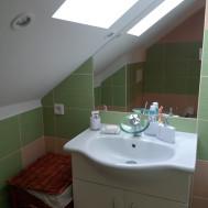 Koupelna po rekonstrukci - pohled na umyvadlo.