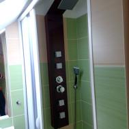 Koupelna po rekonstrukci - pohled na sprchový kout.