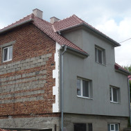 Rekonstrukce střechy, fasády a komínu RD Polešovice.