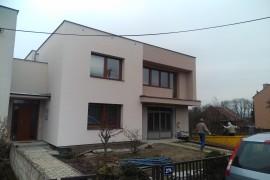 Rekonstrukce rovné střechy a fasády v Pohořelicích
